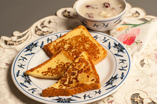 Example of diversity: french toast and congee