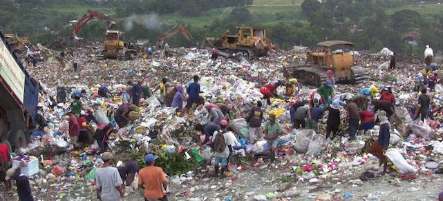 Garbage pickers in Payatas, Philippines. Photo by Kounosu
