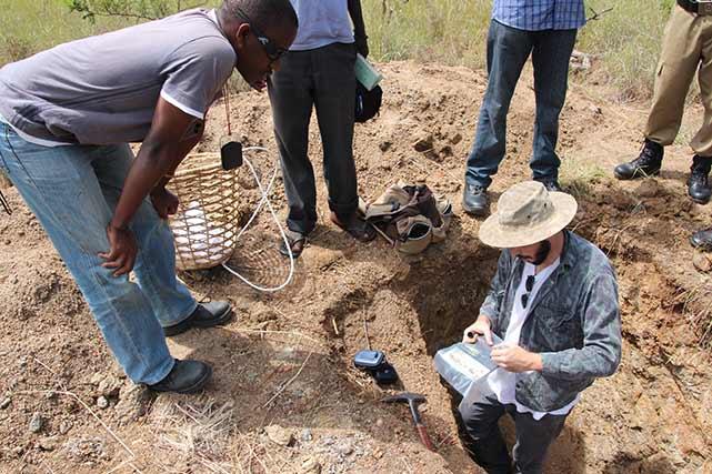 RR-geo-team-taking-samples-from-ASM-pit_Abim,-Uganda